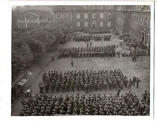 Kerkrade Niederlande 117th soldiers at attention rolduc in kerkrade the