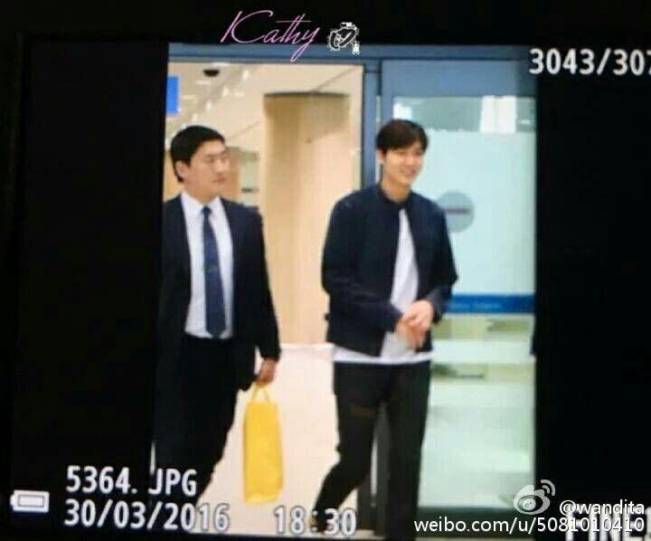 A su llegada al aeropuerto Incheon en Corea,