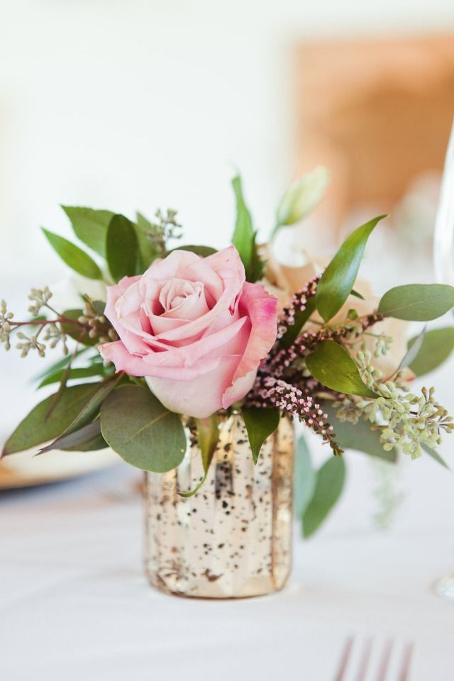 Minimalist Posh Gold And White Wedding Arreglos Florales De Boda