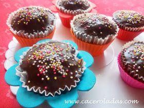 Caceroladas: Cupcake de chocolate y nueces con cobertura de chocolate sabor naranja