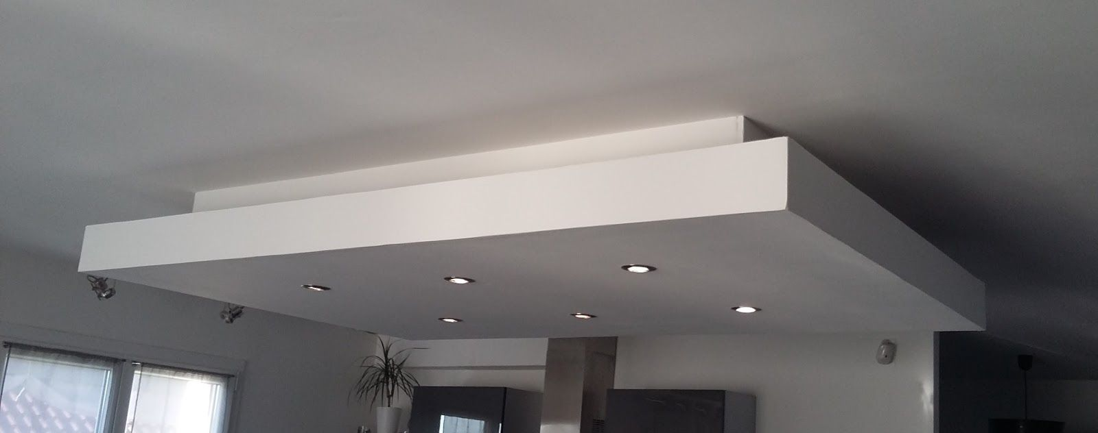 D roch plafond decaissement descendu suspendu placo for Caisson lumineux plafond