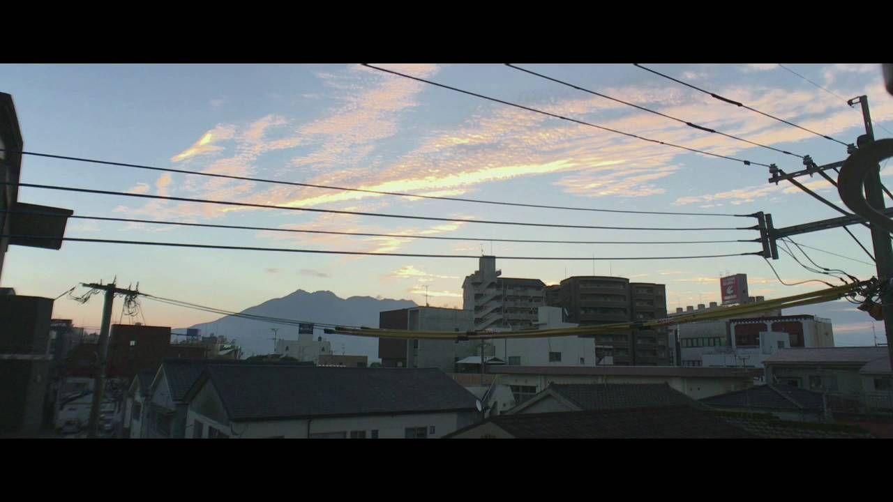 鹿児島市の風景|体育の日の朝 桜島と夜明けの空を Shot on iPhone