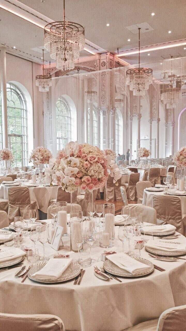 Elegantes Hochzeitsvergnügen auf Gut Sonnenhausen von Trauwerk und Frau Schokolinse #dekorationhochzeit
