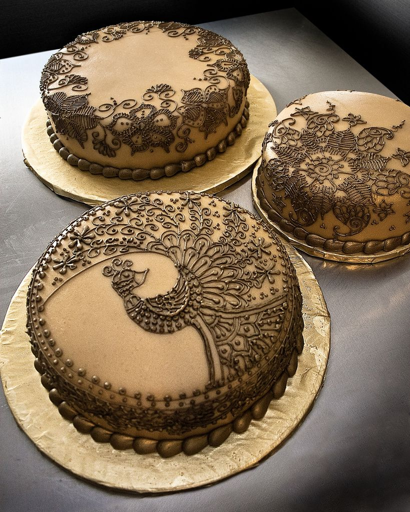 Henna Wedding Cakes While The Peacock Design Is A Direct C Flickr Photo Sharing Henna Cake Cupcake Cakes Cake