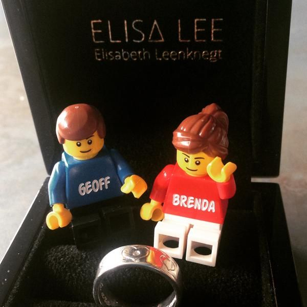 Perfect gift for our fifth wedding anniversary thanks to #elisalee #lego #legophoto #legominifigs
