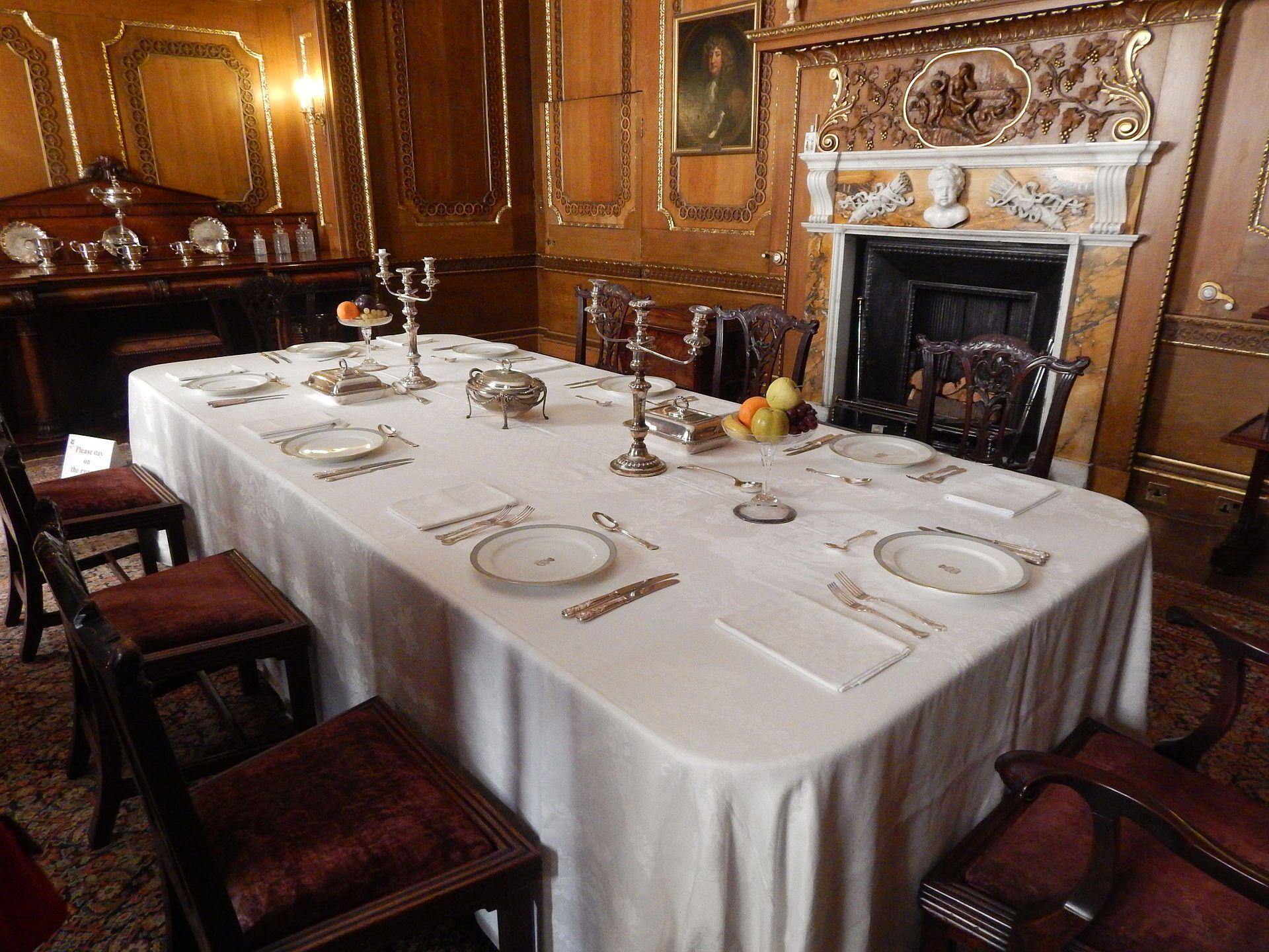 Castle ward Dining room Castle Ward Wikipedia Castle