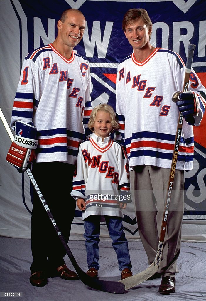 on sale 62232 27ba8 Gretzky with Mark Messier and son Ty And Player Wayne ...