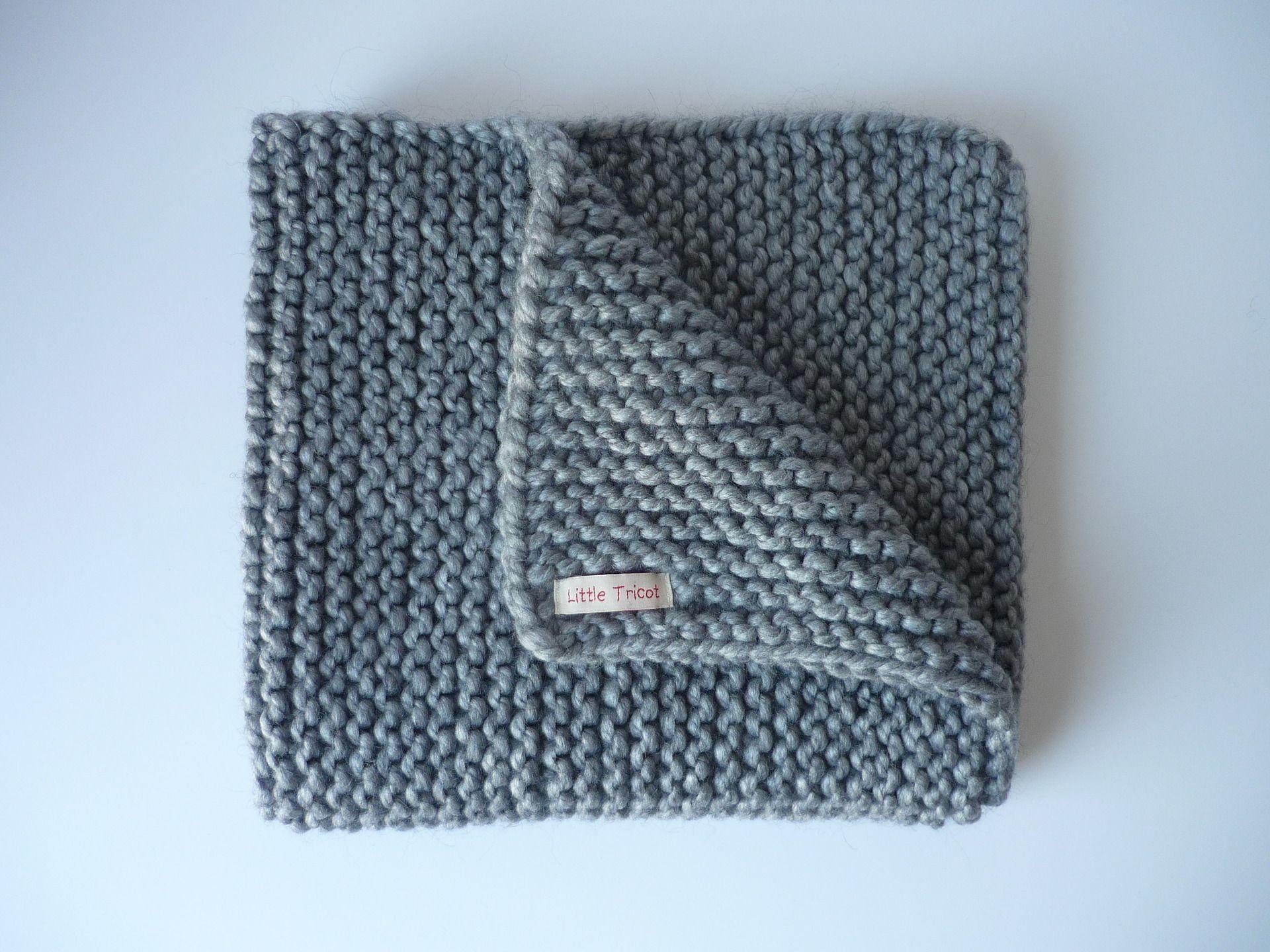 Couverture plaid b b 75 x 60 cm gris clair tricot e - Plaid en laine tricotee ...