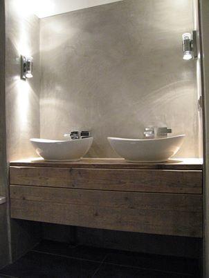 Zona lavabo per un ristorante in campagna. Bello l'effetto delle luci