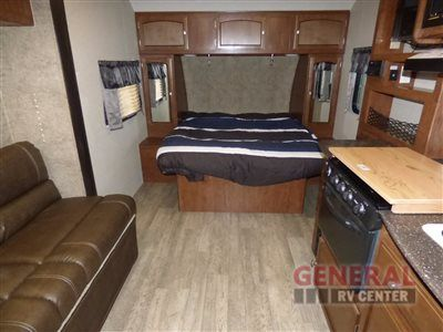 New 2017 Coachmen Rv Freedom Express 192rbs Travel Trailer At