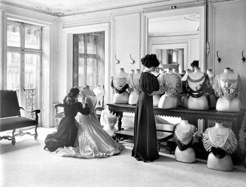 Présentation de l'exposition Paris Haute Couture - Paris.fr