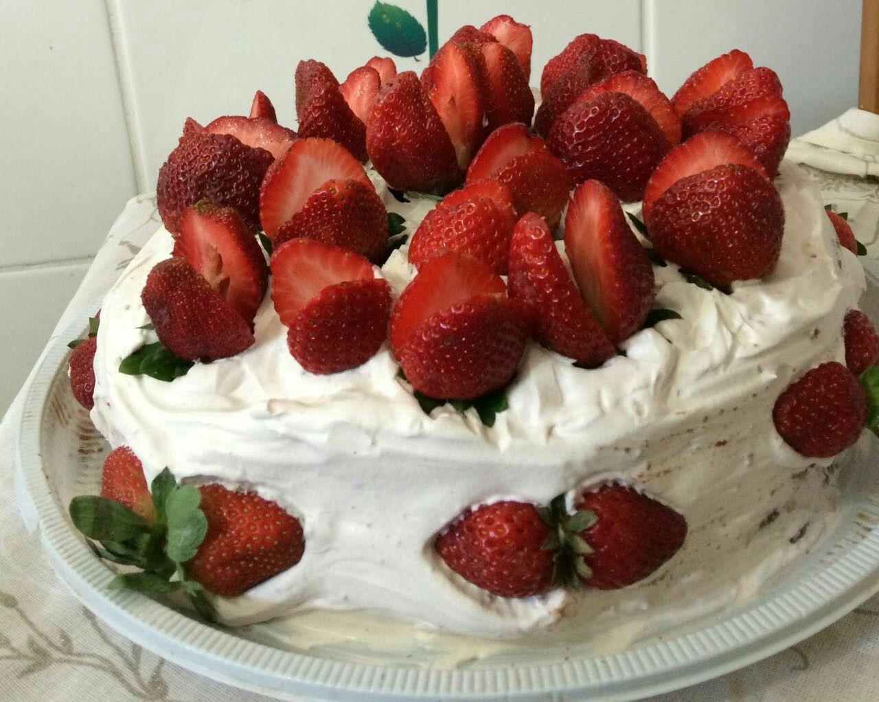 Bolos para todas as ocasioes Chamar inbox Encomendas de pequeno e grande porte Salgados bolos e doces