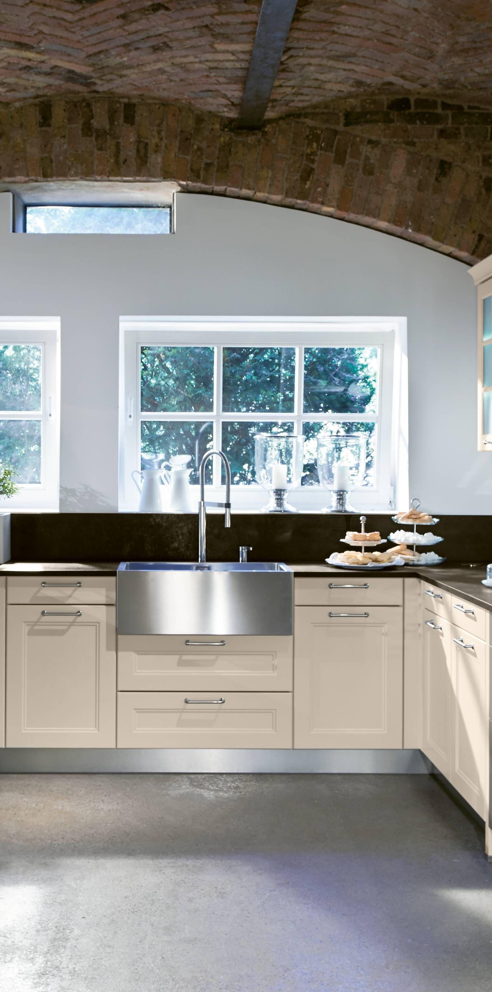 Schöne elegante angehaucht moderne Landhausküche in