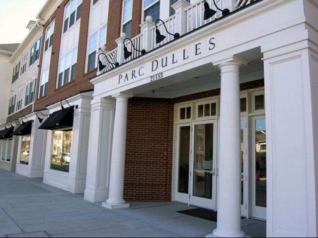 Luxury Apartments For Rent In Sterling Va Parc Dulles Apartments Luxury Apartments House Styles Apartment