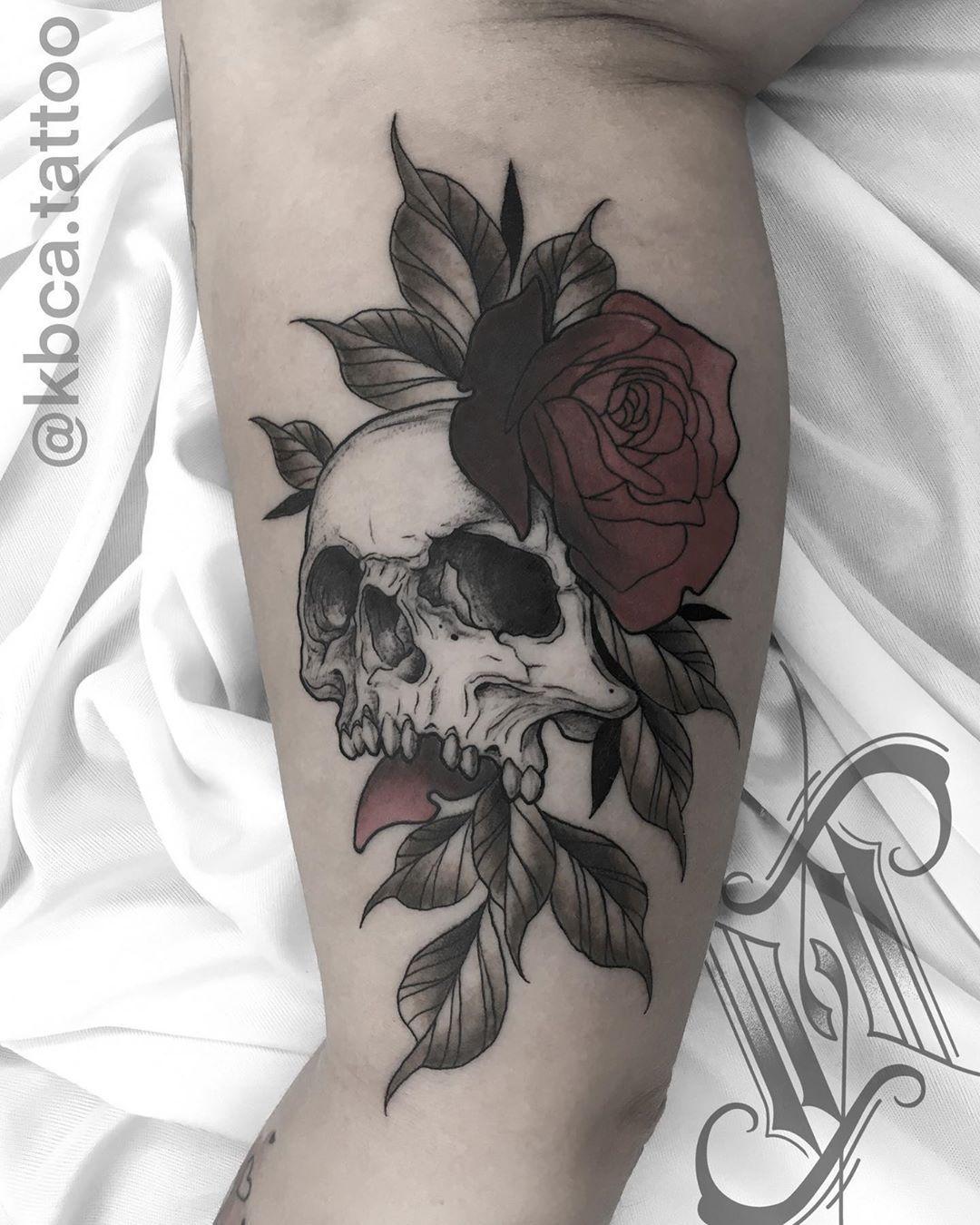 Finalmente esse projeto foi pra pele!! Obrigado mais uma vez pela confiança @elianecvenancio . . ARRASTA PARA O LADO PARA VER A FOTO COM SATURAÇÃO ➡️ . AGENDA ABERTA UBERABA/UBERLANDIA . Orçamentos e agendamentos 📲 (34) 98424-8095 . . #tattoo #pelecolorida #tattooistartmag #tattooinke #tattooinkspiration #tattooing #topdastattoos  #tattoo2us #inkedmag #inkedmagazine #inkspiringtattoos #inkspiration #radtattoos #tattoo2me #tattoosocial #neotrad #neotradicional #tradtattoos #neotraditional #tatto
