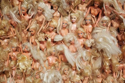 A Massive Wave Made With 3000 Barbie Dolls | Dolls, Wave, Barbie, Annette, Each