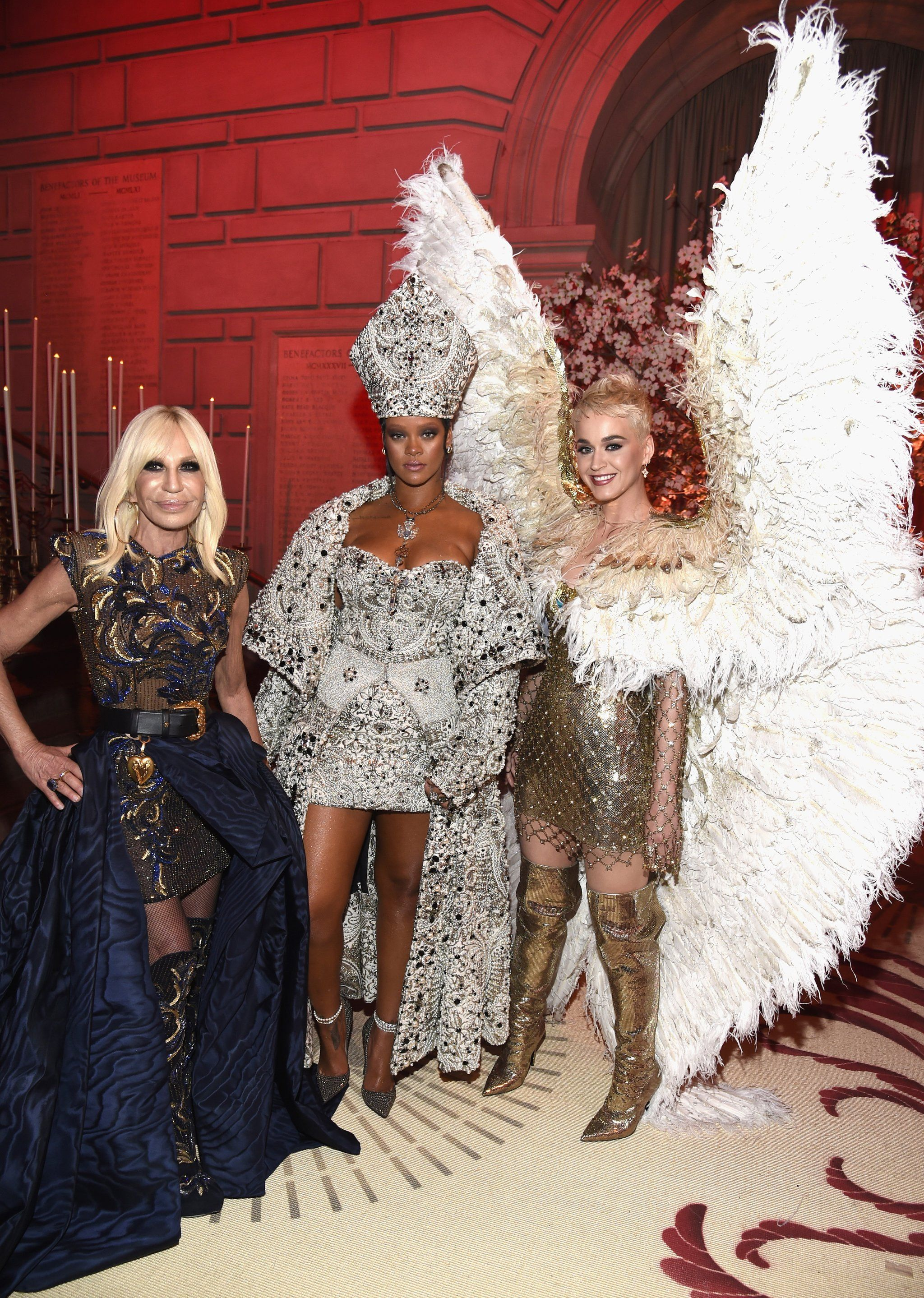 Katy Perry Answers Our Prayers Shows Up To The Met Gala Looking Like A Real Life Angel Met Gala Gala Fashion Donatella Versace