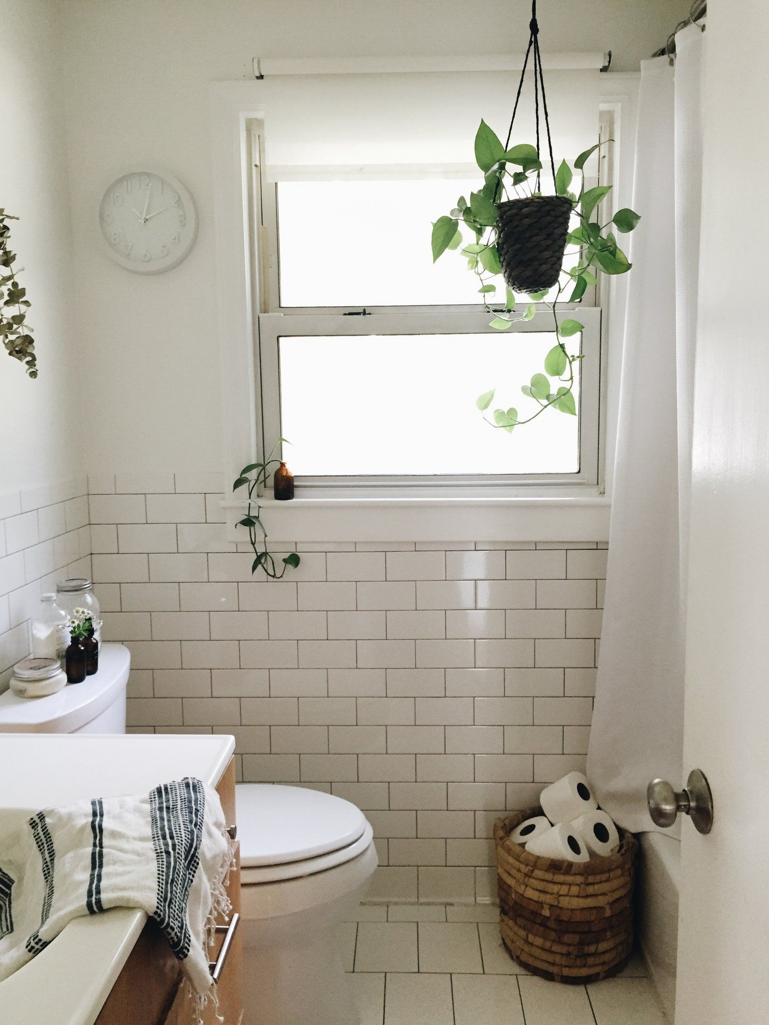 Simple Small Bathroom With Bathtub