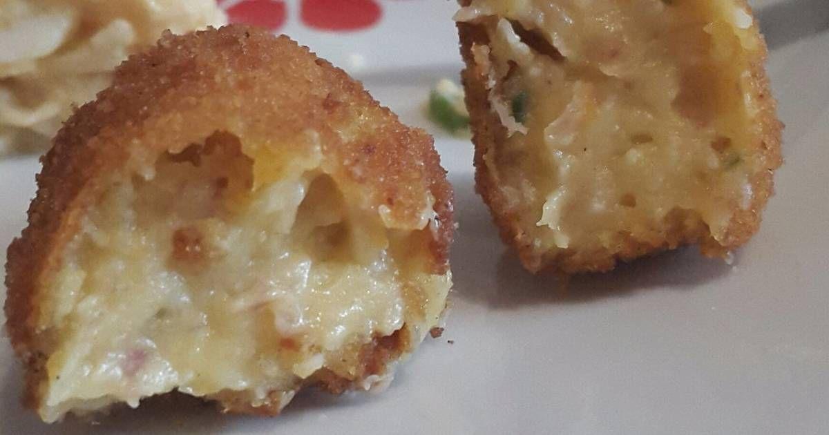 Fabulosa receta para Croquetas de jamón serrano con queso cheddar . guisar unos minutos los huevos y la zanahoria antes de ponernos a hacer la bechamel