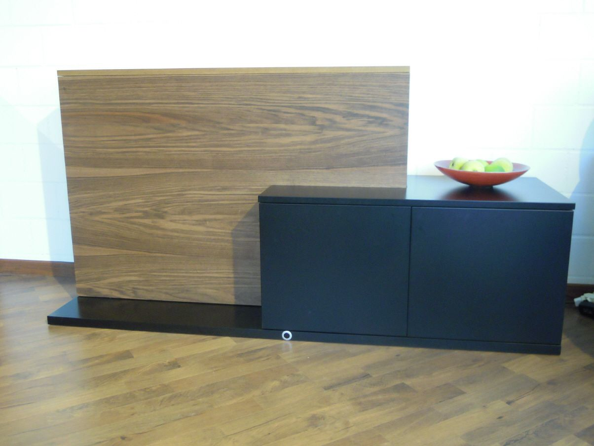tv schrank ausfahrbar wohn design. Black Bedroom Furniture Sets. Home Design Ideas