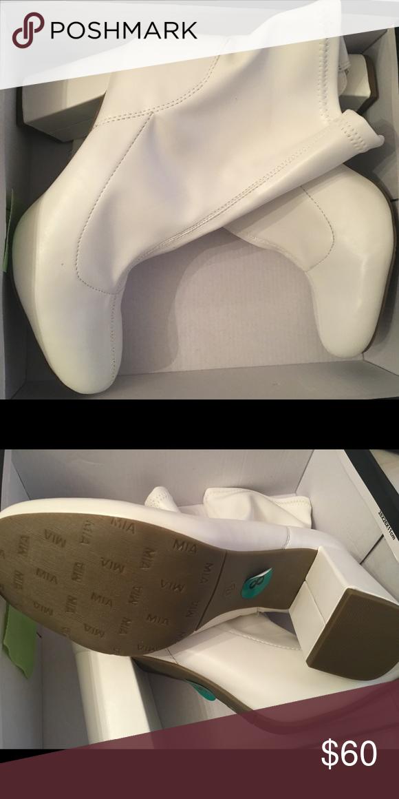 NWT, ( MIA )WHITE BOOTS SIZE 8 | White