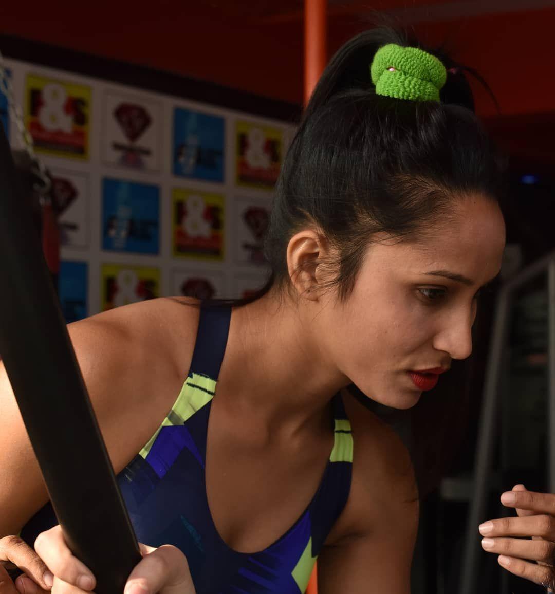 Monday Vibes #fitness #gymbady #workout #fitnessinspiration #hardtrainning#fitindiangirl  #gymkhana...