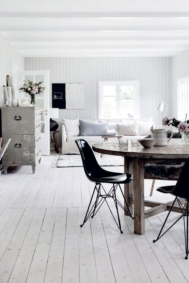 Light neutral summerhouse