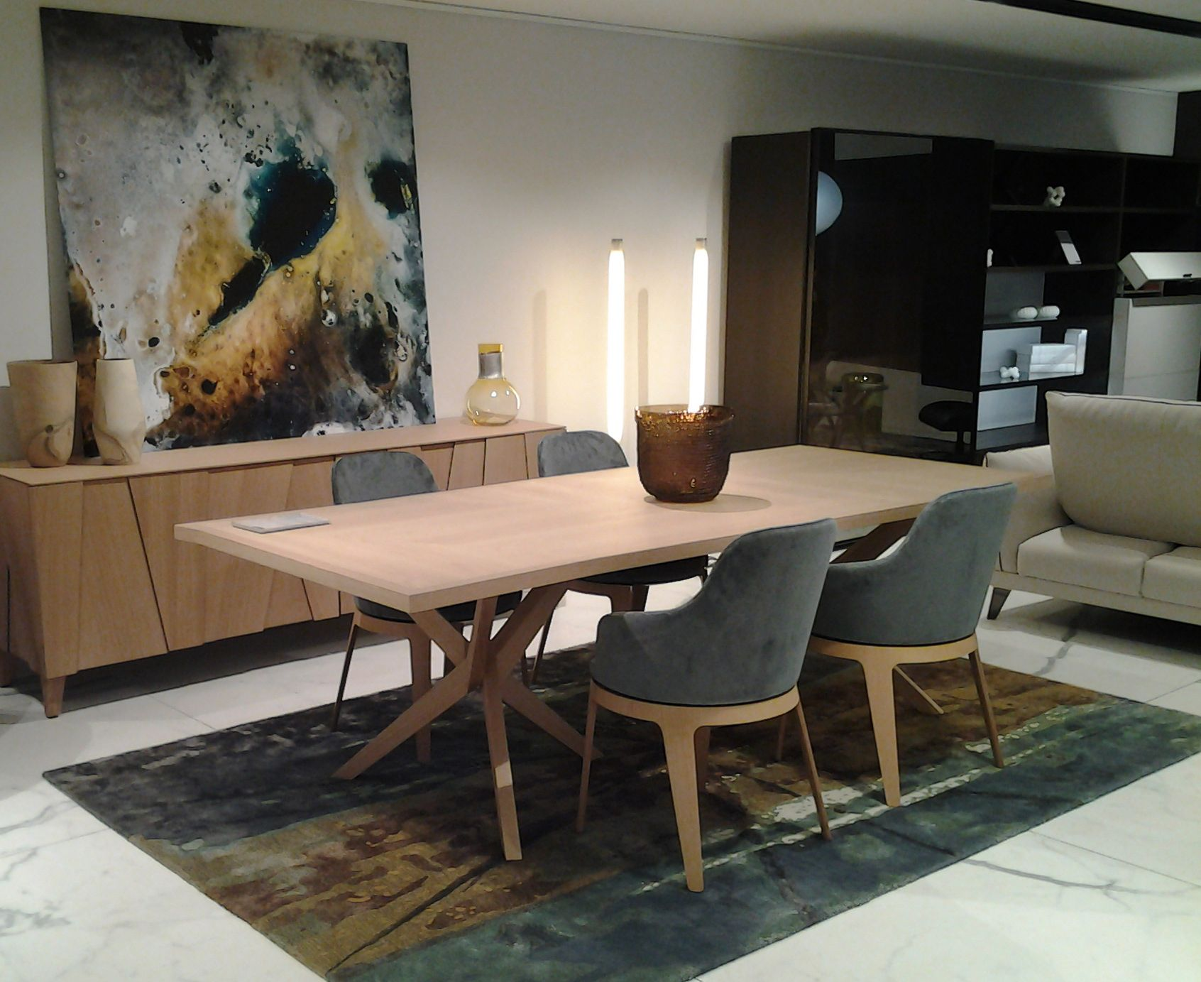Our Ray Rug Highlighted In The Roche Bobois Store In Geneva Switzerland Sergelesage Tapis Design Idees Pour La Maison Tapis Contemporain