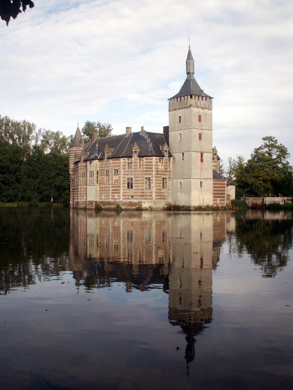 CASTLES IN BELGIUM | horst castle one of the most authentic flemish castles