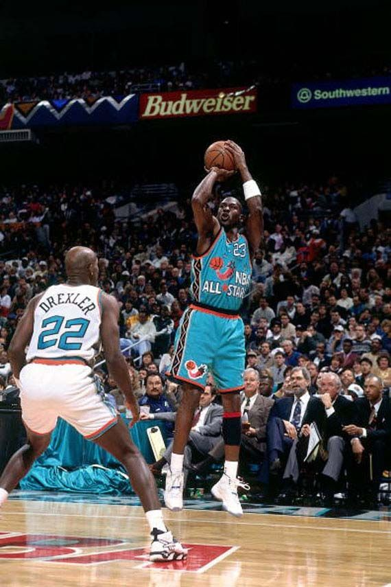 Michael Jordan shooting over Clyde. San Antonio All Star Game 1996 ... 3522b4159