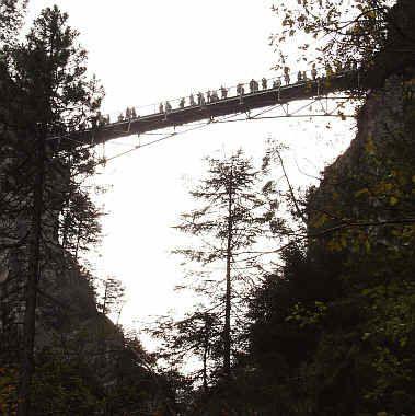 Die Pollatschlucht Mit Marienbrucke Und Schloss Neuschwanstein Im Oktober 2006 In Schwangau Ostallgau Ausflug Reiseziele Schloss Neuschwanstein