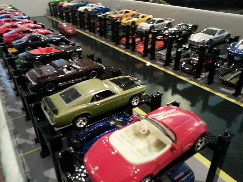 Totally Charming Miniature Garage Lifts For 1 64 Scale Cars Awesome Creative Idea Hot Wheels Display Case Model Cars Collection Hot Wheels Display