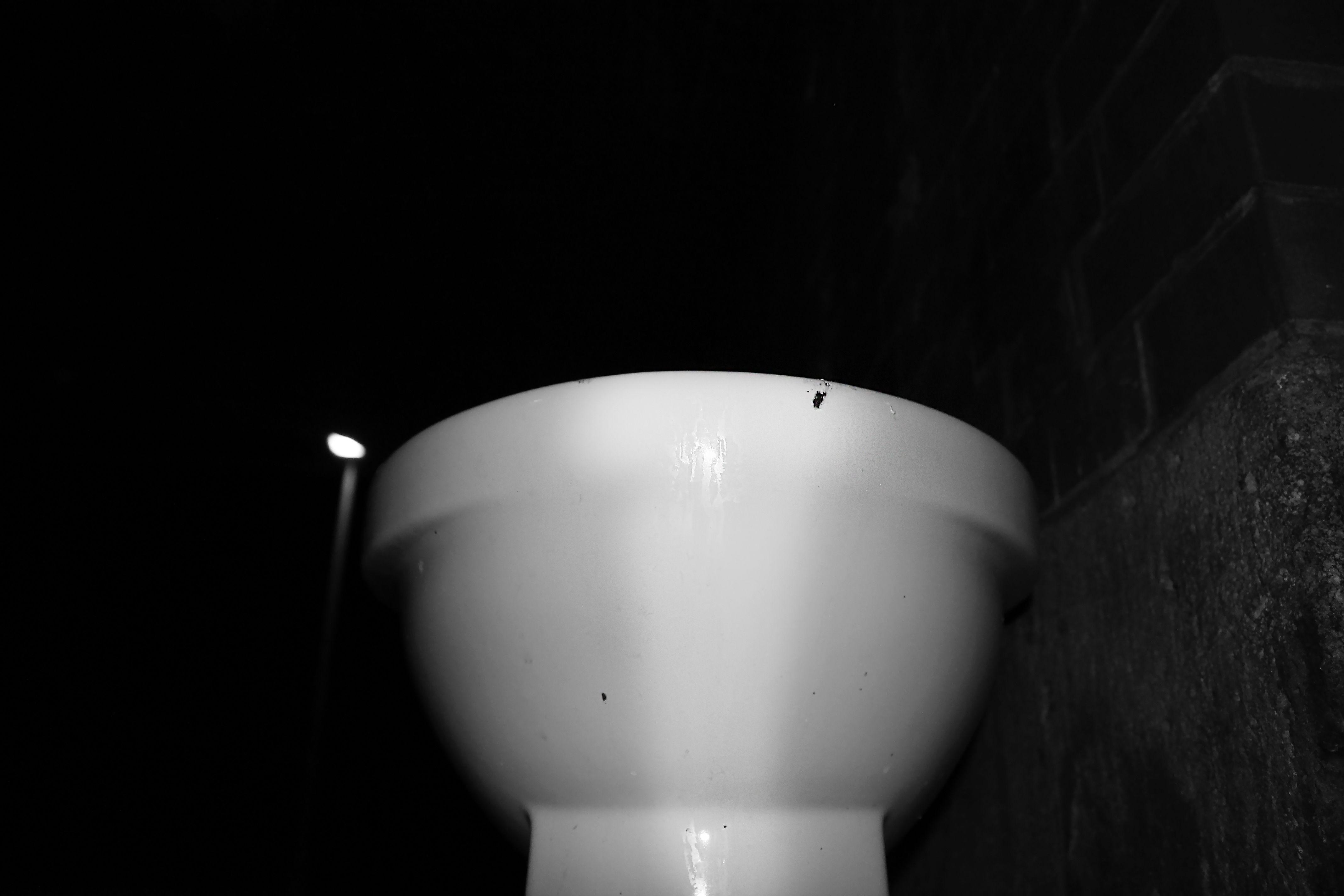 Auf Kosten der Gesundheit Teil Vier #streetart #toilet #yeah #whatever #hamburg #germany #uhlandstrasse http://icarolavia.blogspot.de/2016/05/auf-kosten-der-gesundheit-teil-vier.html