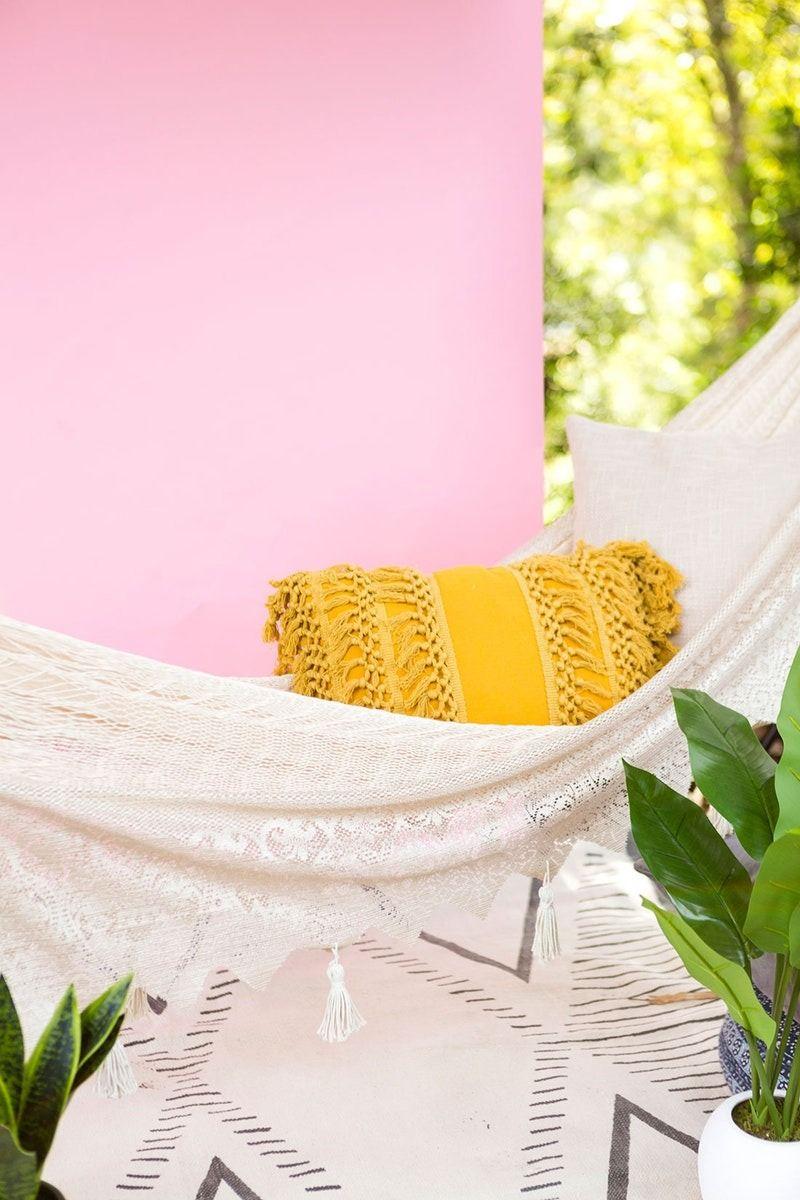 Revamp your backyard with this fab bohochic diy hammock love