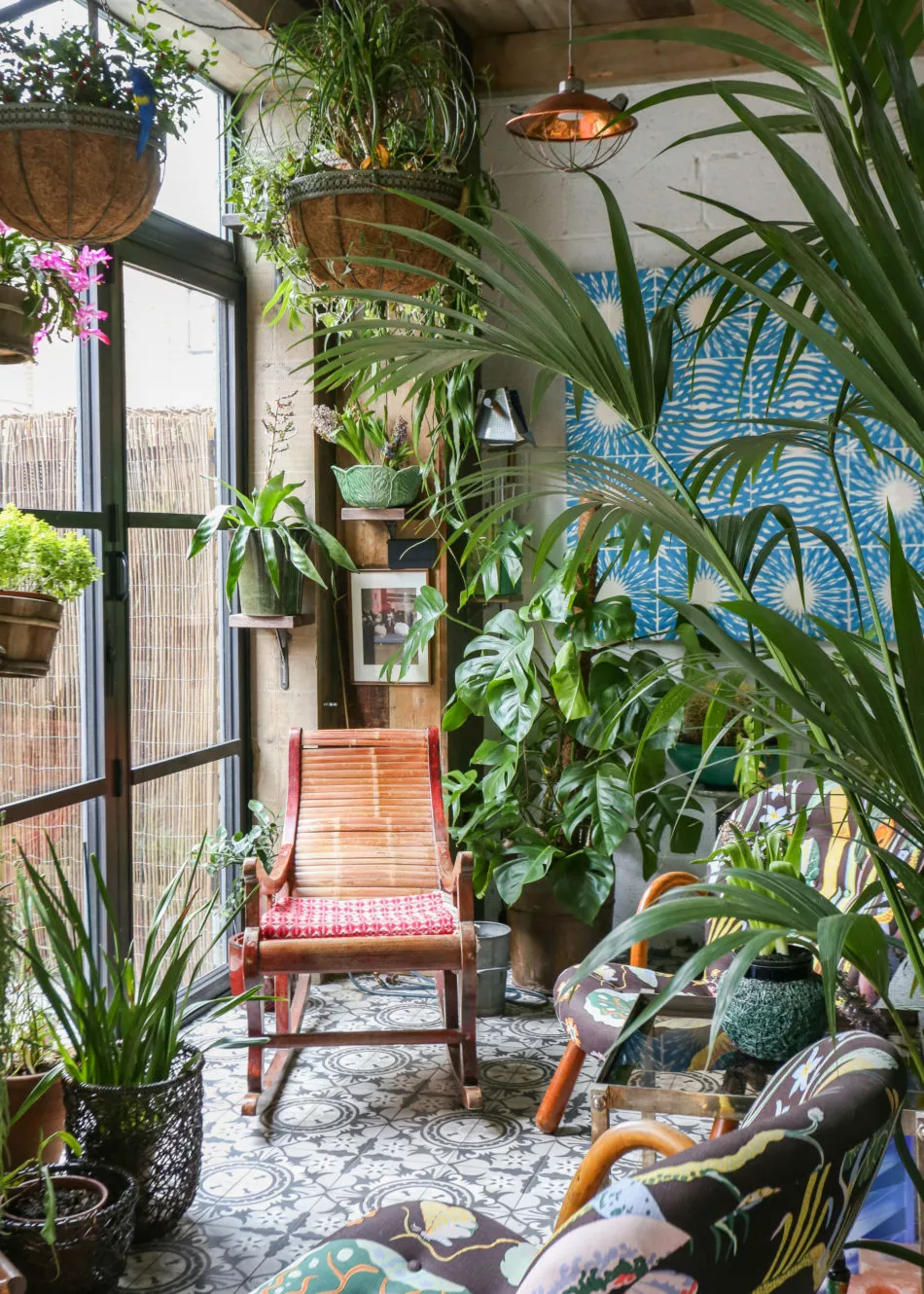Chef Mark Hix's London flat is an eclectic mix of the old and new is part of Interior design plants, Botanical interior, Trending decor, Garden room, Room with plants, Garden living - British chef and restaurateur Mark Hix's suave Bermondsey flat in southeast London is filled with plants, antiques, reclaimed items, junkyard finds, and artwork—a collector's paradise, one might say