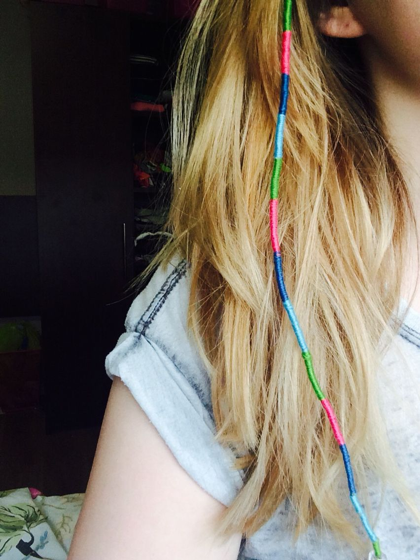diy pink, green and blue string hair wrap #blonde #highlights #hairwrap #diy