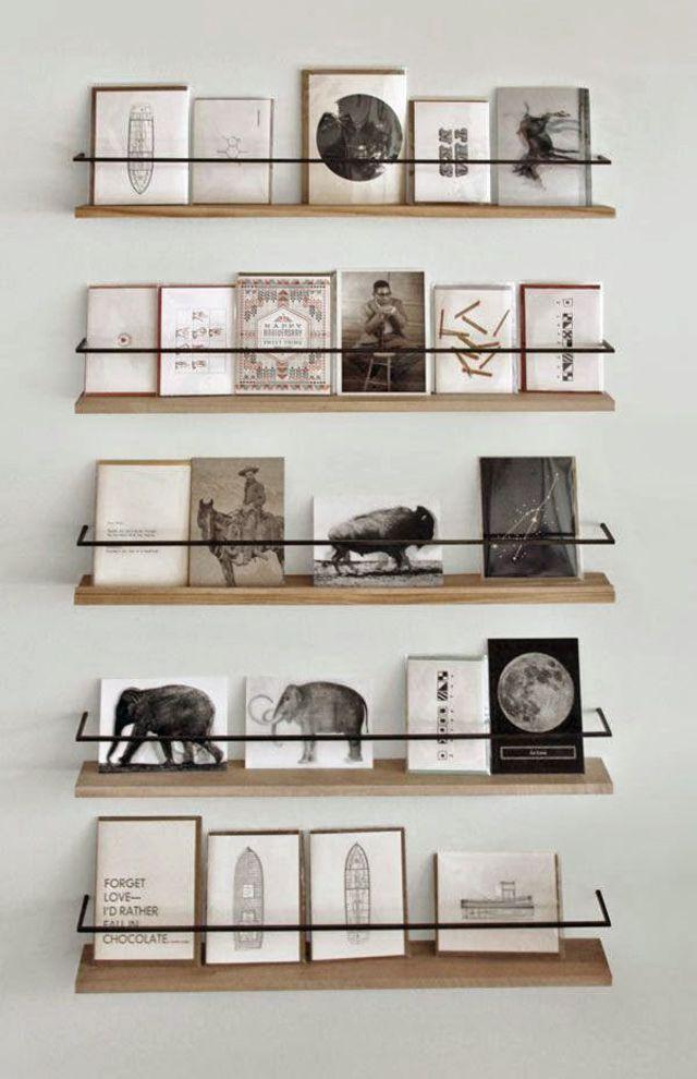 Déco murale avec photos   Décorer avec des cartes postales, Diy maison et Deco
