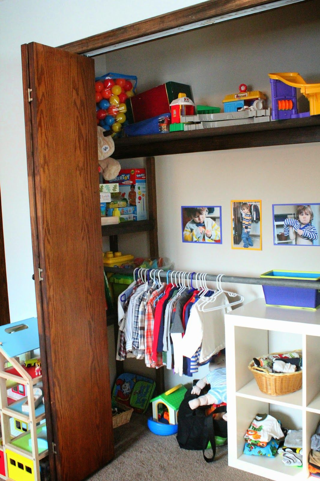 Montessori Toddler Closet  Habitaci infantil  Cuarto