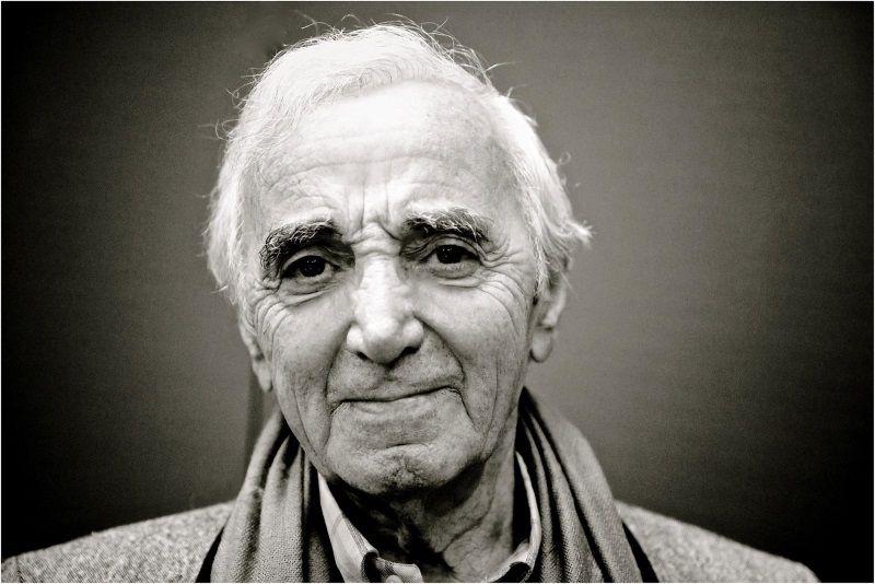 Une Magnifique Histoire Unit Cette Mamie Russe Et Charles Aznavour Renversant Charles Aznavour Paris Concert