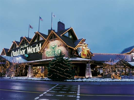 Bass Pro Shop, Gurnee, IL   Large, Wilderness Themed Store With Wide