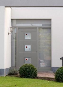 que co te une porte d 39 entr e photo moderne grise petites fen tres. Black Bedroom Furniture Sets. Home Design Ideas