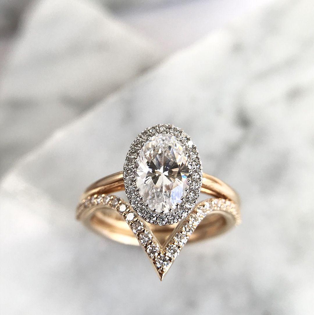 Oval Halo Engagement Ring V Shaped Wedding Band Haloengagementring Engagementring Ovalcut