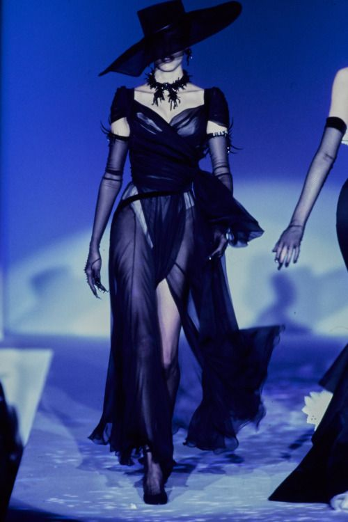 Lelaid Sibyl Buck At Thierry Mugler Haute Couture S S - 80er Mode Kleider