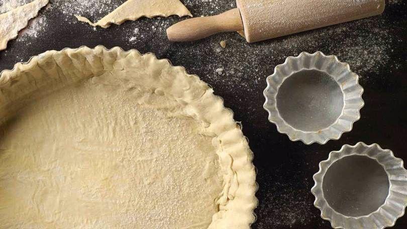 """A pâte sablée é uma versão da nossa famosa massa podre para sobremesas. Ela é comumente chamada de """"quase"""" massa podre, pois não é exatamente igual."""