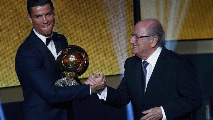Cristiano Ronaldo eleito Melhor jogador do Mundo pela terceira vez http://angorussia.com/desporto/cristiano-ronaldo-eleito-melhor-jogador-do-mundo-pela-terceira-vez/