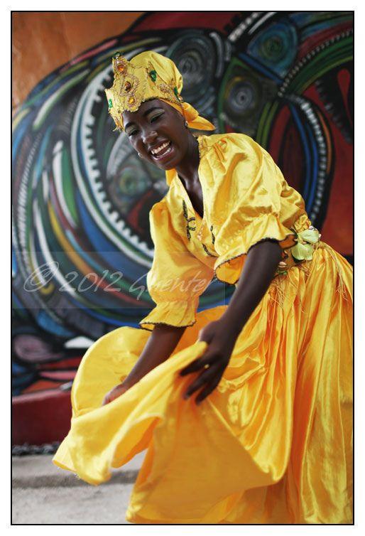 Callejón de Hamel (La Habana)   Bailarina vestido como Ochún…   Flickr - Photo Sharing!