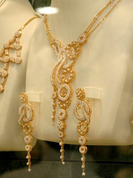 Jewellery Designs And Collections From Saudi Arabia Gold Bridal Necklace Gold Necklace Designs Gold Jewelry