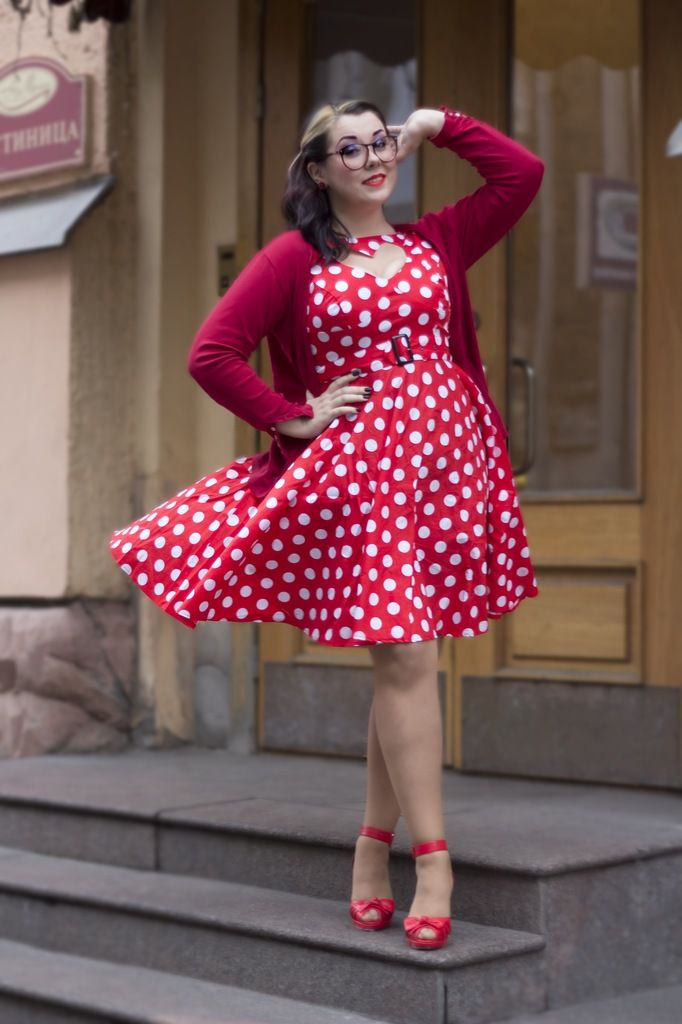 Retro dots. Love yourself. No guilt. love yourself. No guilt. plus Size. Full figure. Curvy. Fashion. BBW. Curves. Accept your body. Body consciousness Fragyl Mari supports you!