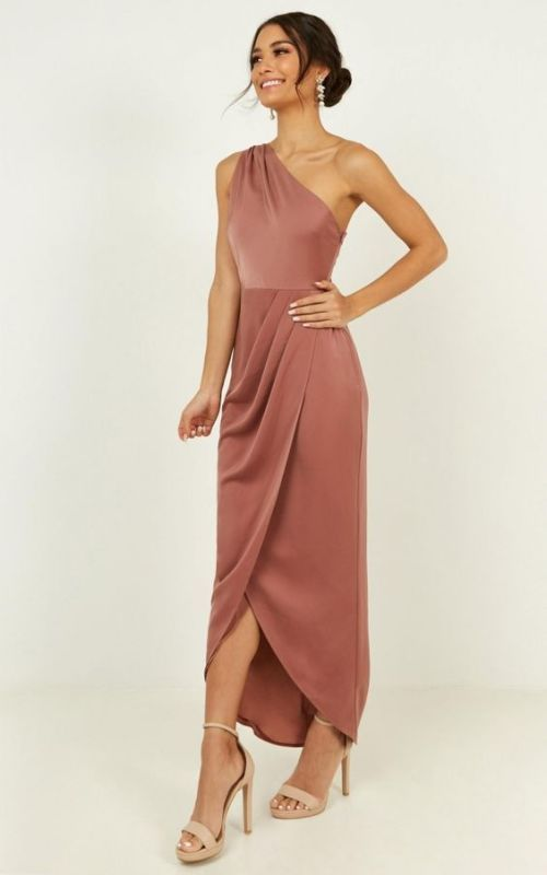 """Wedding Guest Affordable Dresses are probably one of the hardest to find for a black-tie of formal attire wedding since all the dresses need to be """"upscale"""". To help with this task, here is a list of 18 Black tie wedding guest dresses that are all under 200 dollars.    #guestdress #weddingdress #dressideas"""