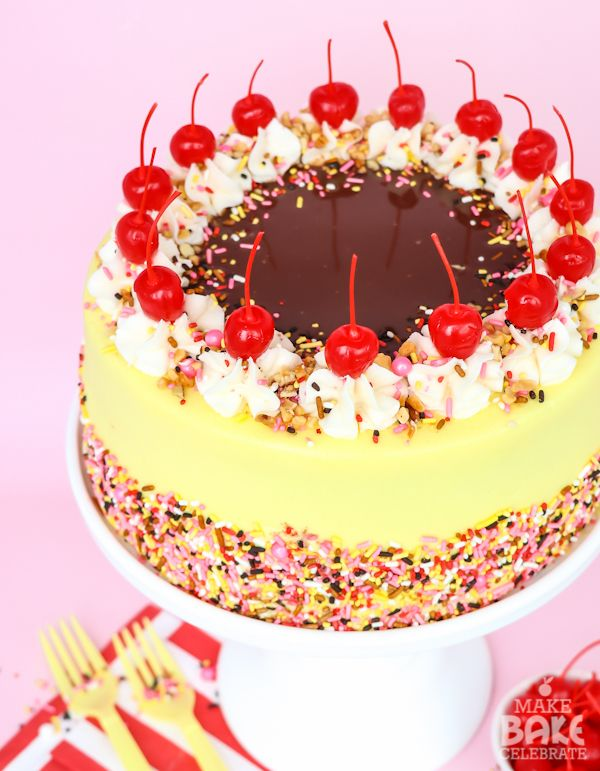 Banana Split Cake Make Bake Celebrate This Looks Beautiful I Wonder If The Extract Will Be Too Strong In Frosting